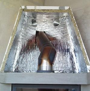 Nesprávne obloženie krbu - materiál minerálne vata s AL fóliou